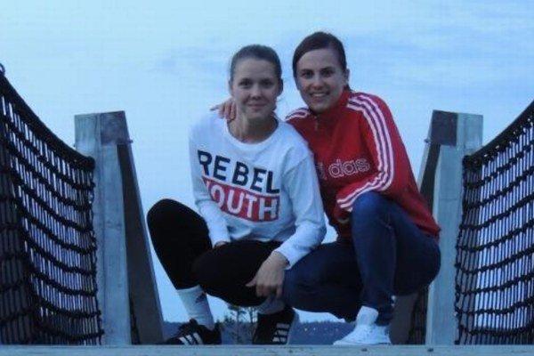 Vľavo čerstvá talentovaná reprezentantka Monika Pintérová, vpravo potenciálna trénerka Natália Vargová.