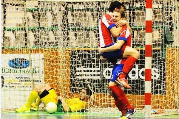 Futsalisti MFK TW Nové Zámky sa budú môcť takto tešiť z extraligových gólov aj v budúcej sezóne.