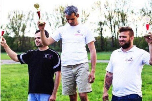 Na stupňoch víťazov zľava 2. Kristián Lovász, 1, Zoltán Lovász, 3. Róbert Németh.