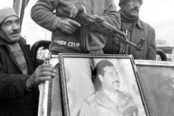 Husajn zostáva stále pre mnohých hrdinom a teraz už aj martýrom. Záber je z palestínskych území, kde na počesť Saddáma zorganizovali niekoľko pochodov.