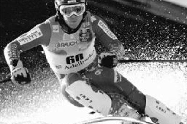 Švajčiar Marc Berthod na trati druhého kola slalomu v Adelbodene, kde senzačne zvíťazil, hoci bol po prvom kole až dvadsiaty siedmy.