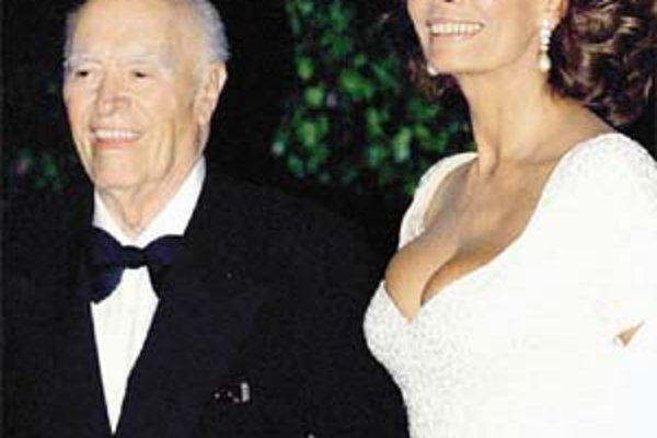 Carlo Ponti s manželkou Sophiou Lorenovou na snímke z roku 1995.