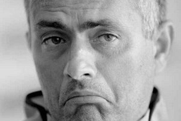 Nespokojný José Mourinho vraj odchádza do Interu, podľa denníka Independent mu núkajú 7,8 milióna eur.