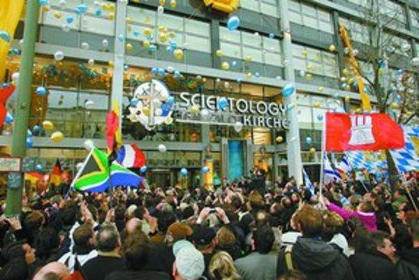 Otvorenie scientologického kostola v Berlíne vyvolalo obrovskú kontroverziu. Kritici považujú scientológov za nebezpečnú sektu.
