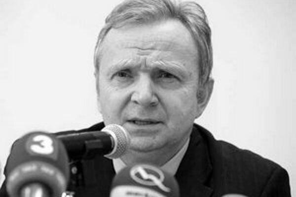 Peter Mečiar povedal, že predseda HZDS včera už sedel.