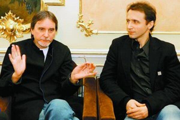 Jiří Kylián (vľavo) s riaditeľom Baletu SND Máriom Radačovským.