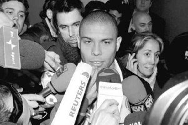 Brazílčan Ronaldo sa po prílete do Milána ocitol v zajatí novinárov.