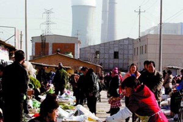 Oblaky špiny z čínskych tovární vedci spozorovali aj v Európe.