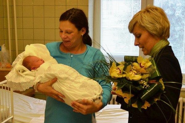 Gratulácia mamičke a jej bábätku od viceprimátorky Kolárova.