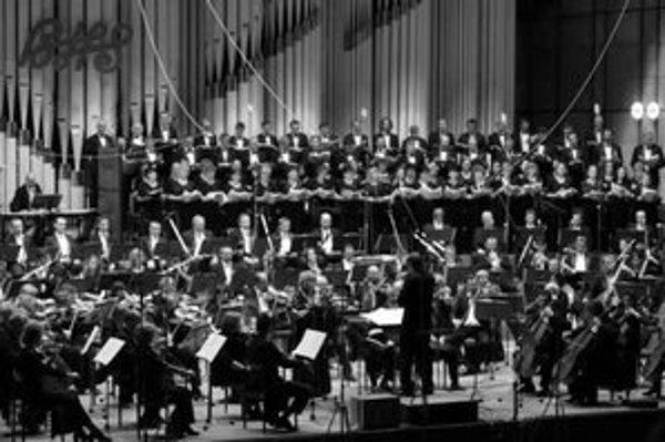 Koľko členov má mať symfonický orchester, nie je nikde definované.