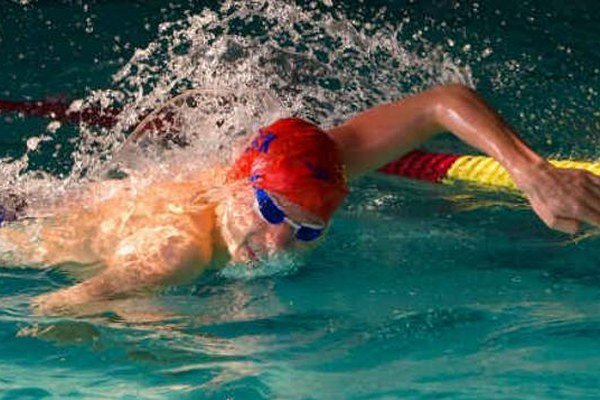Adam Pilek (na fotografii) splnil limit pre zaradenie do reprezentácie na budúci rok v disciplíne 400 m voľným spôsobom.