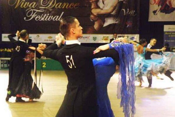 """VIVA DANCE festival poskytol pre prítomných divákov rozhodne aj hodnotný športovo - spoločenský zážitok. Zostáva len veriť, že to """"VIVÁKOM"""" ešte dlho vydrží."""