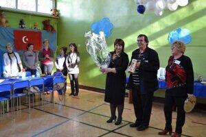 Riaditeľka semerovskej školy Vlasta Hrabovská (prvá sprava) so svojím manželom, starostom Imrichom Hrabovským, na jednom z medzinárodných projektových podujatí.