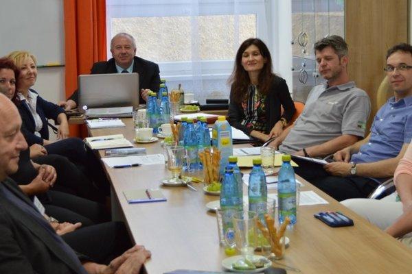 Zo stretnutia zástupcov škôl so zamestnávateľmi.