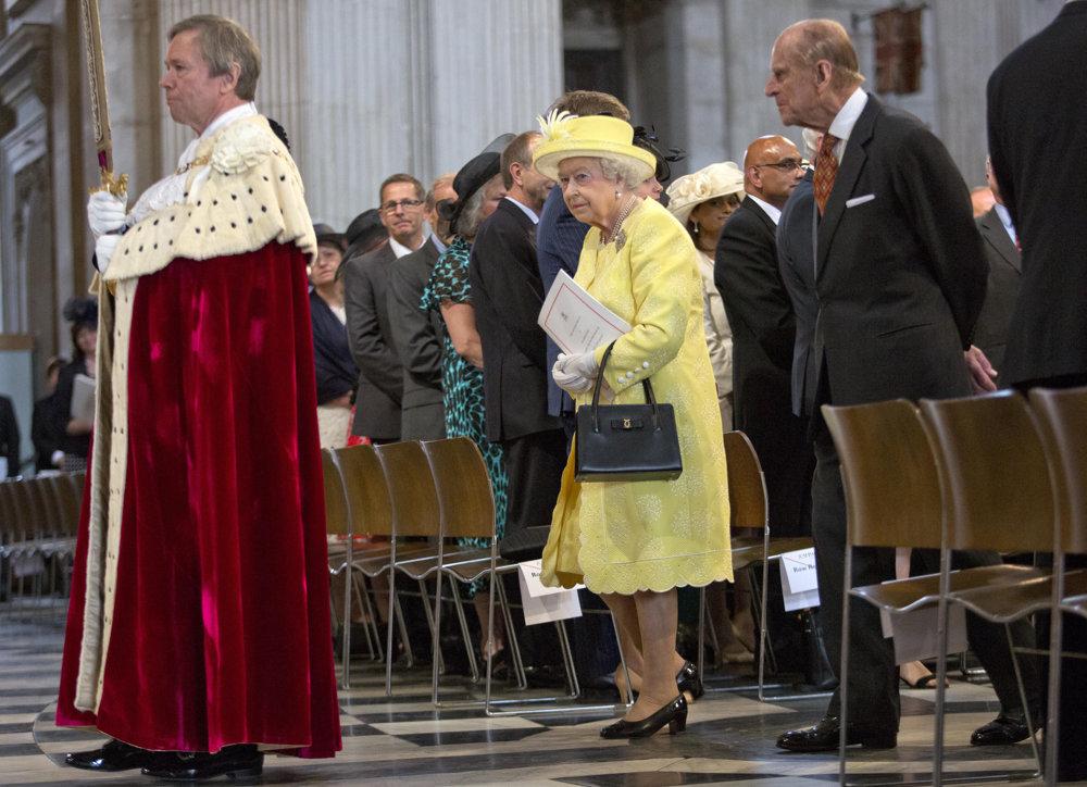 Kráľovná Alžbeta II. na slávnostnej omši.