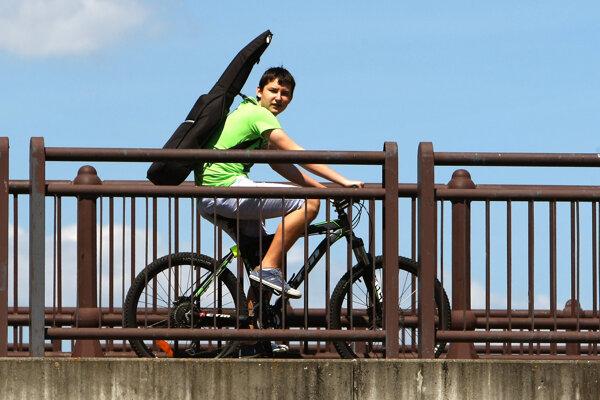 Takmer na tridsiatich miestach Prievidze si bude možné požičať bicykel.