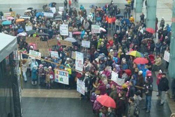Nedávny štrajk učiteľov na Divadelnom námestí.