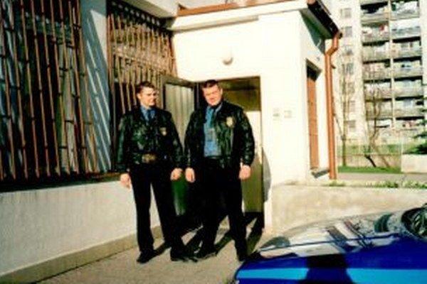 Súčasný náčelník Igor Húska (vpravo) spolu skolegom Petrom Pažickým vroku 1997.