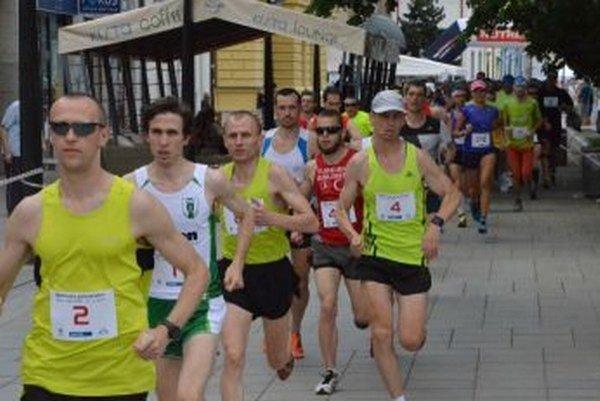 Takmer 130 bežcov si otestovalo sily na trati martinského polmaratónu.
