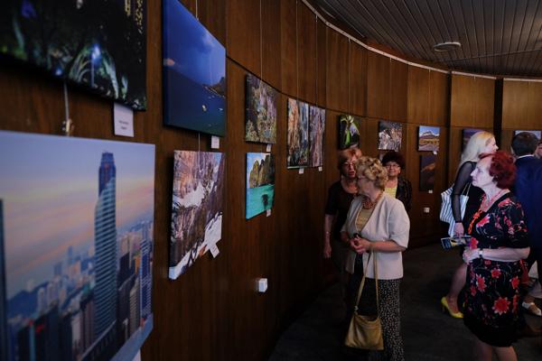 Výstava ponúka 70 fotografií z 20 krajín sveta.