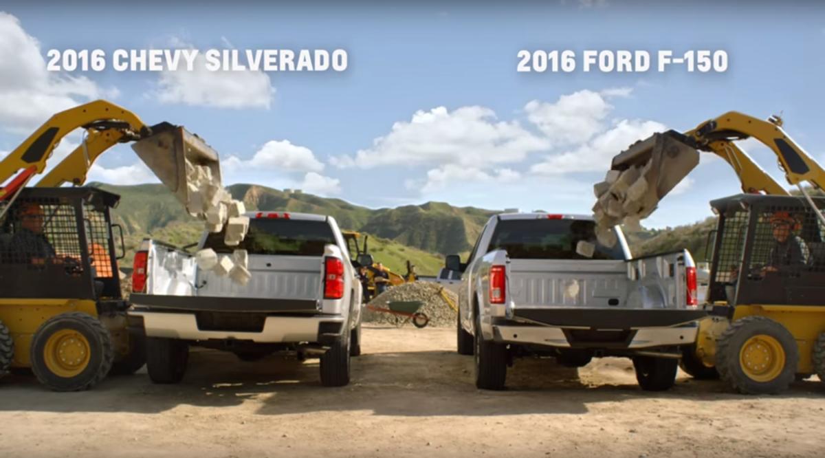 cef69dcb7 Súboj pickupov: Oceľový Chevrolet zaútočil na hliníkový Ford ...