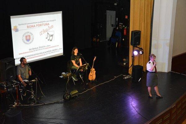 Študenti z 21 stredných škôl v Žilinskom kraji absolvujú koncerty o závislostiach
