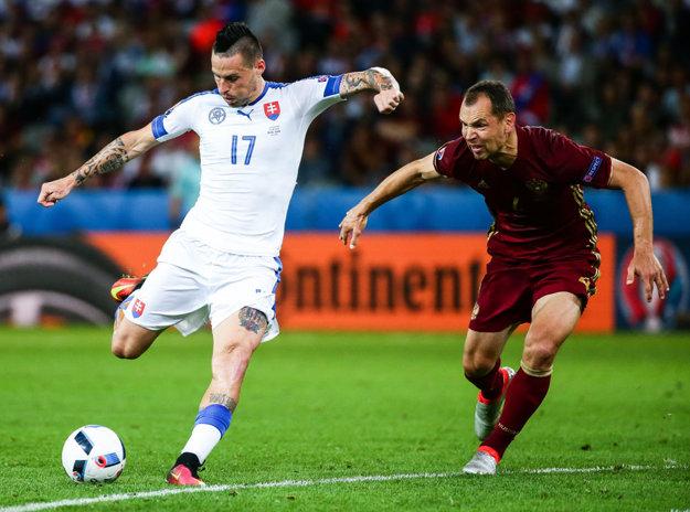 Marek Hamšík (vľavo) prvý gól Slovenska vypracoval, druhý sám strelil.