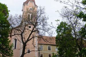 Kláštor s kostolom.