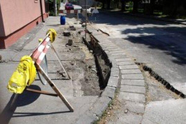 Jedno z miest, kde bolo treba opraviť časť mestskej komunikácie.