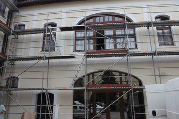 V rámci rekonštrukcie vymenili okná