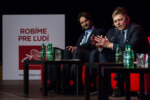 Premiér Robert Fico (Smer) tvrdí, že má informácie o tom, čo si pozeral Filip Rybanič z Tatrabanky. Tá to popiera.