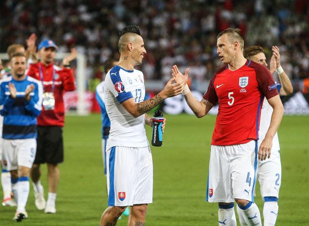 Marek Hamšík (vľavo) s Jánom Ďuricom po remíze s Anglickom.
