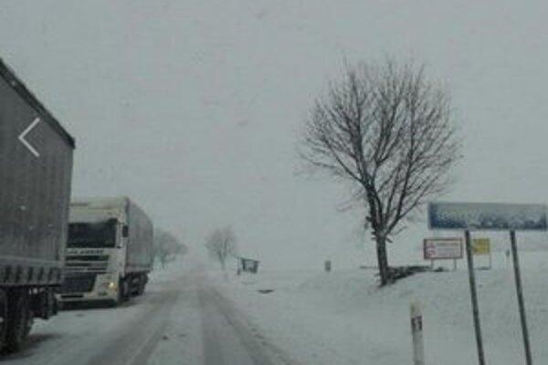 Snehová kalamita pred Koltou máva túto zimu podobný výzor.