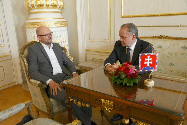 Andrej Kiska (vpravo) prijal Richarda Sulíka (vľavo).