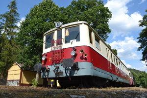 Pravidelnú vlakovú doprava do Brezovej pod Bradlom by mohli nahradiť aspoň nostalgické jazdy.