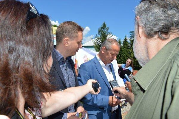 Dobrú správu dnes potvrdili viceprimátor Martin Turčan ( vľavo) a primátor Ján Nosko