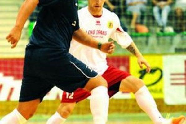 Stanislav Glogák (v bielom) strelil úvodné dva góly zápasu.