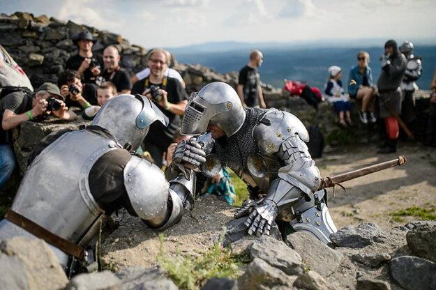 Na hradoch pripravili pre fotografov historický program.