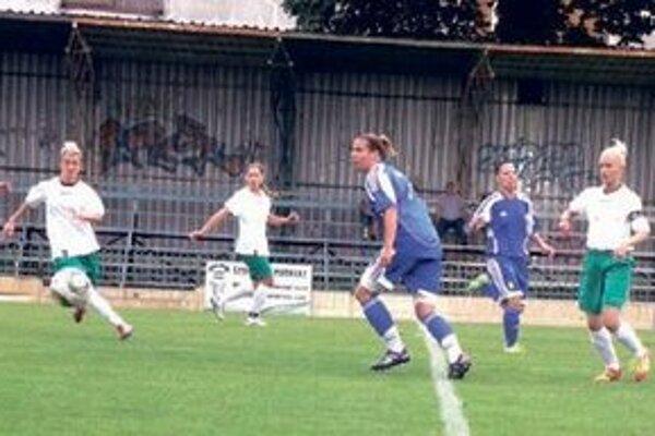 FC UNION - ŽIRAFA ŽILINA Záber z ich jarného duelu v N. Zámkoch.