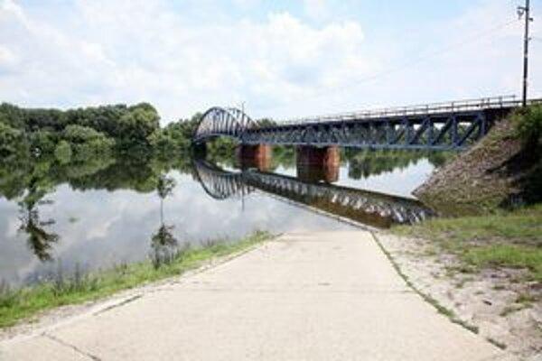 Súčasný most medzi Komárnom a Komáromom.