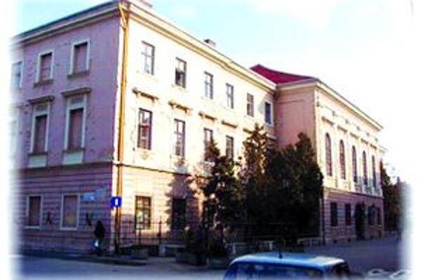 Budova úradu na Župnej ulici.
