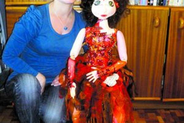 Saška a Ignis. Alexandra Stanková so svojím výtvorom.