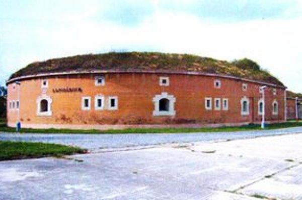 Budova Bašty VI.Odborní pracovníci múzea zasvätia záujemcov do tajov rímskych pamiatok.