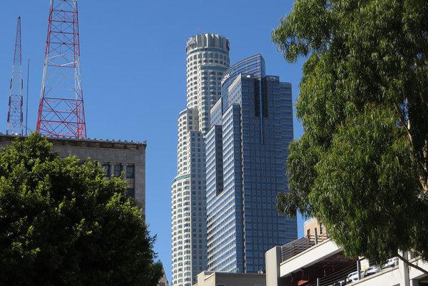 Mrakodrap US Bank Tower meria 310 metrov a je to desiata najvyššia budova v Spojených štátoch.