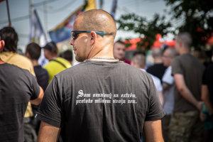Účastník protestného zhromaždenia Stop likvidácii Európy.