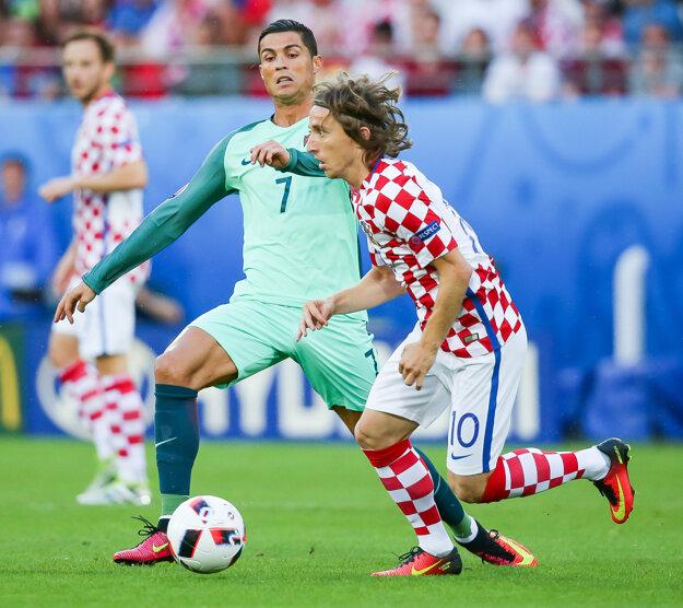 Cristiano Ronaldo (vľavo) a Luka Modrič (vpravo).