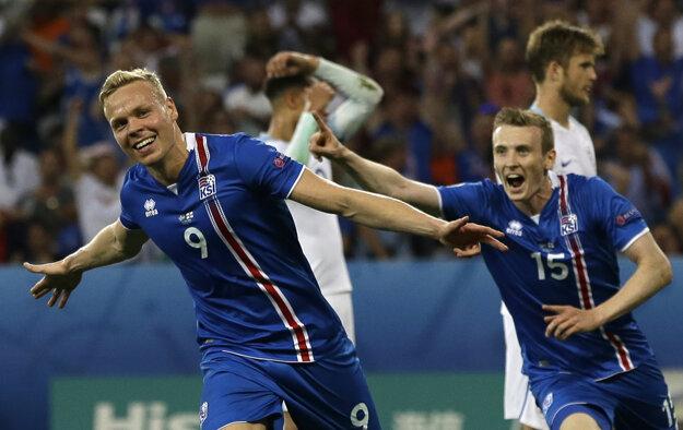 Kolbeinn Sigthórsson (vľavo) po strelení gólu.