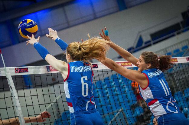 Michaela Abrhámová (vpravo) počas semifinálového zápasu Európskej ligy žien medzi Slovensko - Česko.