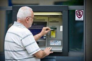 Internetbanking aj výbery z bankomatov z nového lacného účtu by mali byť zadarmo.