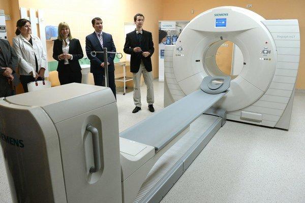 CT prístroj sa na Slovensku stal synonymom predražených nákupov v zdravotníctve.